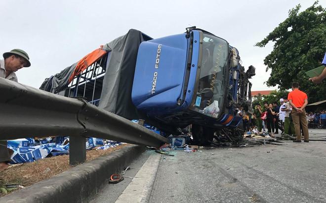Trung tá CSGT tiết lộ lý do tài xế giật mình khiến xe tải lật đè chết 5 người