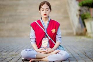 Nữ sinh Ninh Bình 'đốn tim' cư dân mạng vì vẻ đẹp tinh khôi khi lên chùa tham khóa tu