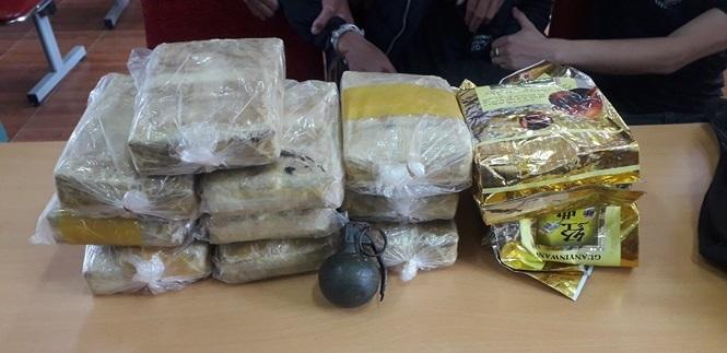 Đối tượng vận chuyển ma túy rút chốt lựu đạn chống trả khi bị vây bắt