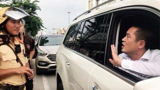 Chân dung người ôm tiền cố thủ trong xe Mercedes 5 tỷ khi bị CSGT bắt