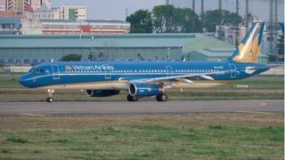 Máy bay Vietnam Airlines hạ cánh khẩn cấp để cứu hành khách bị vỡ túi ngực