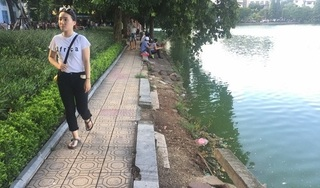 Những hình ảnh bờ kè hồ Gươm nham nhở vì sạt lở