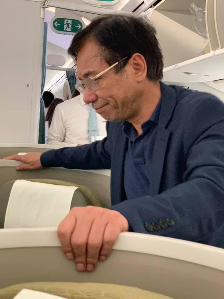 Hành khách sàm sỡ cô gái trẻ trên máy bay bị yêu cầu rời khỏi máy bay.