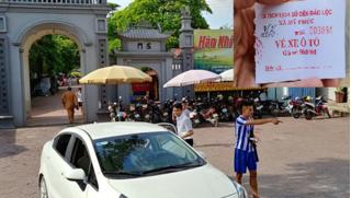 Tái diễn nạn in vé giả thu tiền 'chặt chém' du khách tại đền Bảo Lộc ở Nam Định