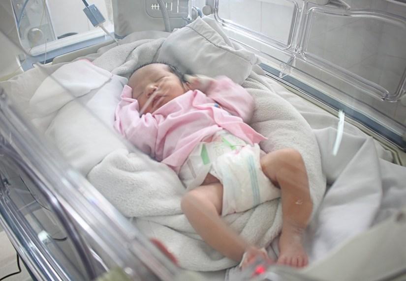 Bé trai mới sinh được 2 ngày đã bị mẹ ruột bỏ rơi