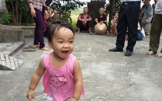 Tin mới nhất về bé gái xinh xắn ở Nam Định bị mẹ bỏ lại chùa để đi lấy chồng