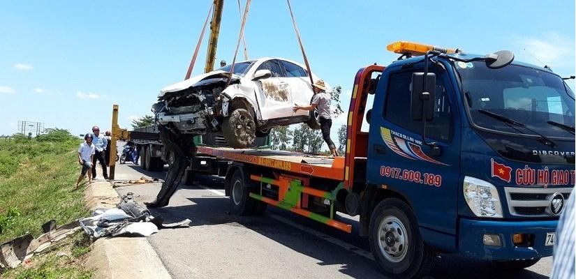 Quảng Trị: Xe rước dâu gặp tai nạn, cô dâu chú rể nhập viện khẩn cấp