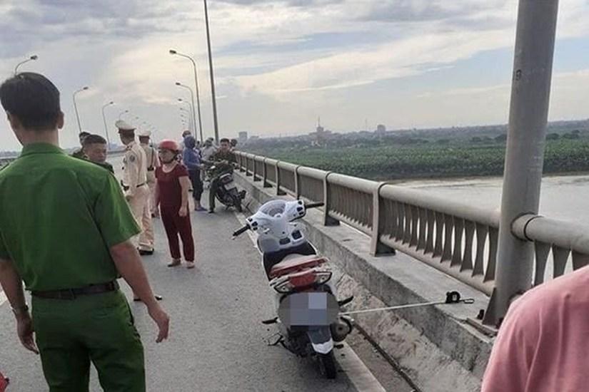 Hé lộ nguyên nhân cô gái để lại xe máy gieo mình xuống sông tự vẫn ở Hà Nam