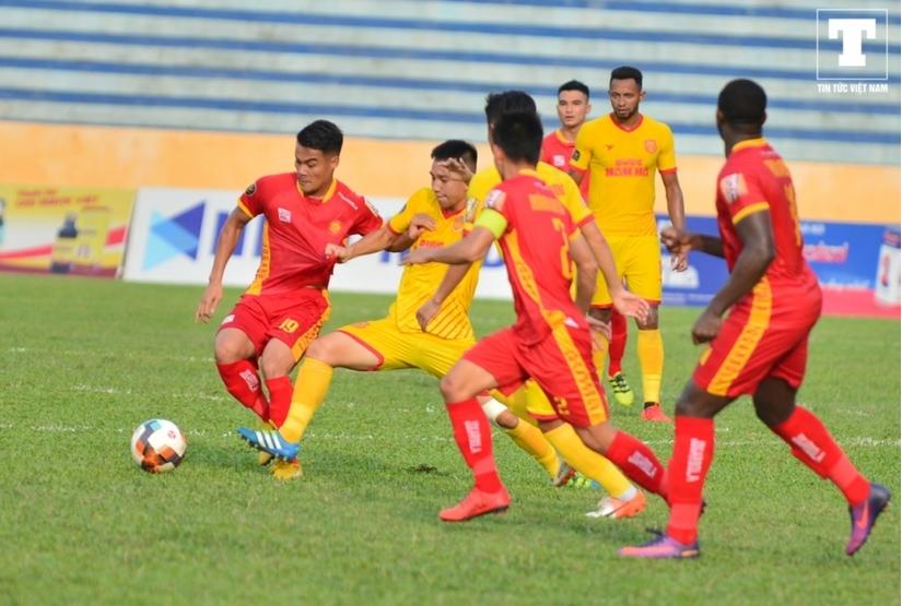 CLB Nam Định liên tiếp đón tin không thể buồn hơn trước trận gặp HAGL