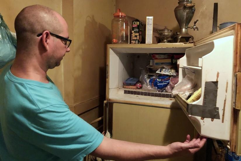 Dọn tủ lạnh sau khi mẹ mất, con trai hoảng hồn thì xác thai nhi đóng đá