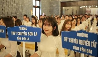 Nữ sinh Sơn La 'gây bão' mạng vì bức hình mặc áo dài trắng