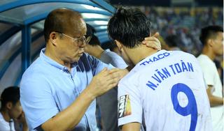 HLV Park Hang Seo động viên các cầu thủ HAGL sau trận hòa Nam Định