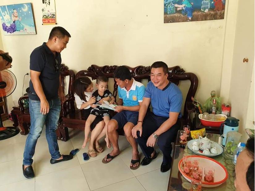 CLB Nam Định tới thăm bé trai bị bất trên sân Thiên Trường