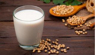 Uống sữa đậu nành cả năm trời, người phụ nữ phải mang khối u xơ tử cung khổng lồ