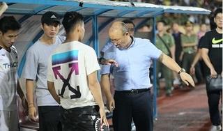Các cầu thủ HAGL nhận món quà đặc biệt từ HLV Park Hang Seo