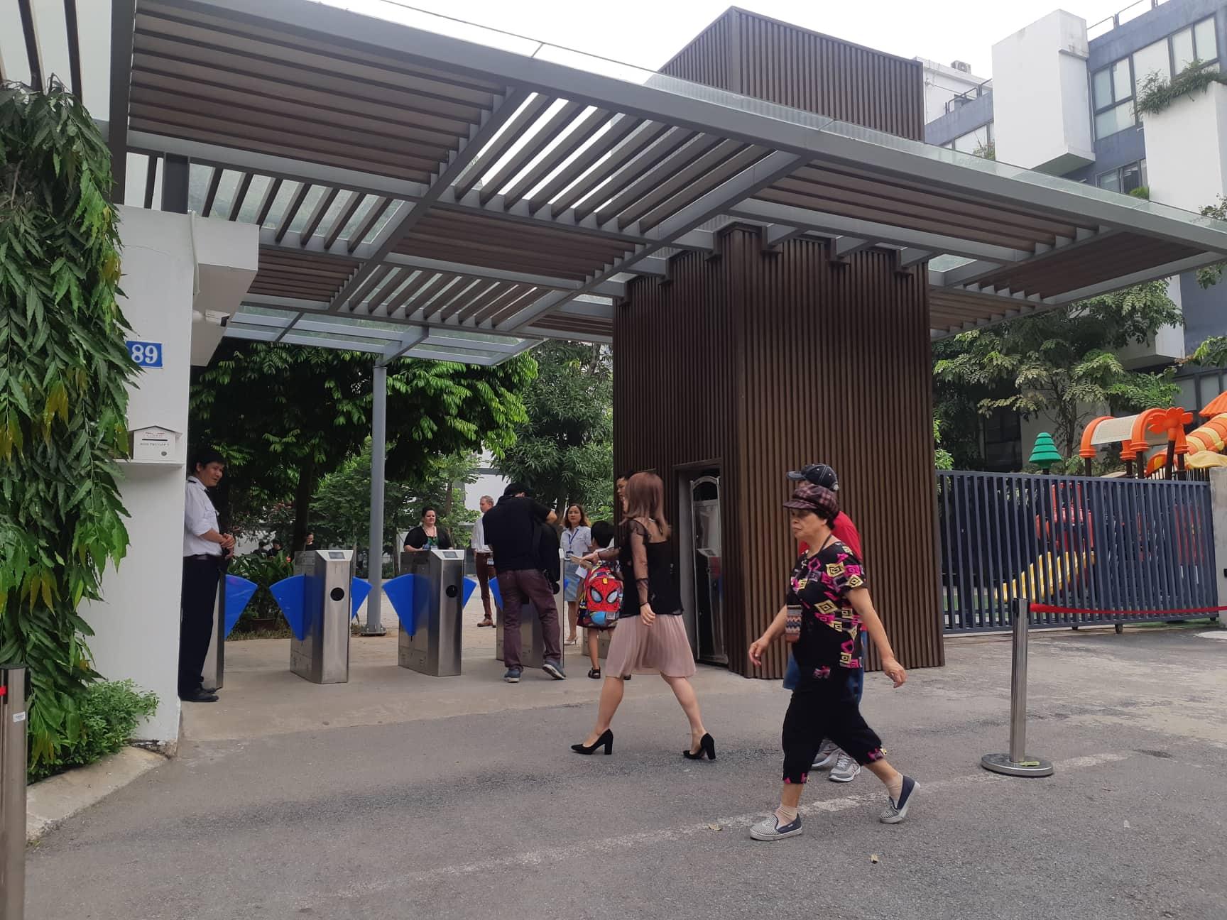 Bé trai 6 tuổi tử vong ở Hà Nội vì bỏ quên trên xe đưa đón học sinh