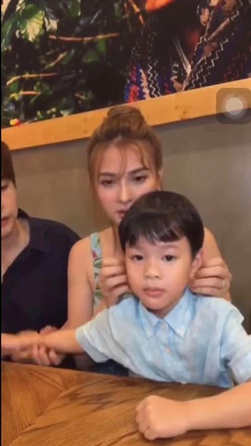 Thêm clip chồng mới Thu Thủy quát mắng khiến bé Henry khóc lóc sợ hãi