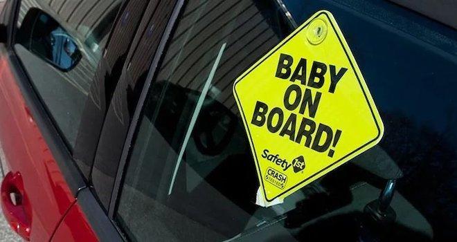 Vụ học sinh tử vong trên xe ô tô: Xe tắt máy có bấm còi để thoát hiểm được không?