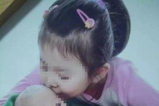 Bé gái 7 tuổi bị mẹ dùng bàn là đánh tử vong chỉ vì 'ăn chậm'