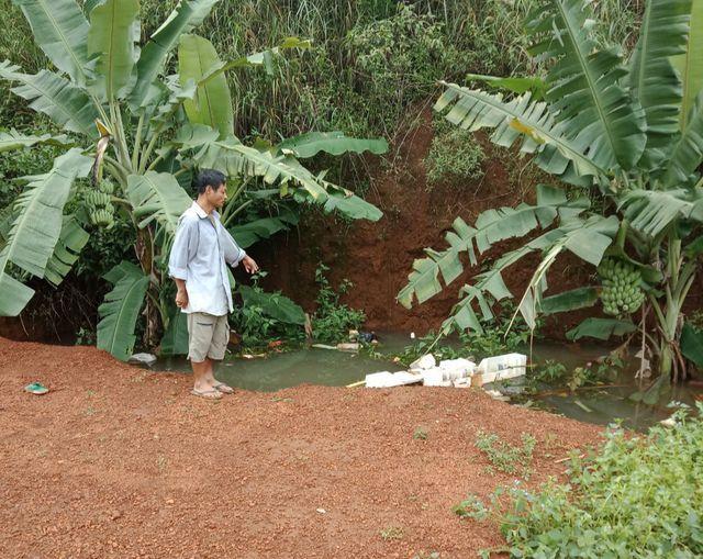 Rơi xuống hố rác ngập nước, bé trai 4 tuổi tử vong