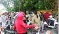 Người dân Sơn Tây vây kín trụ sở xã theo dõi lấy lời khai nghi phạm xâm hại 2 chị em ruột