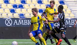 HLV Sint-Truiden mang tin buồn tới các fan của Công Phượng