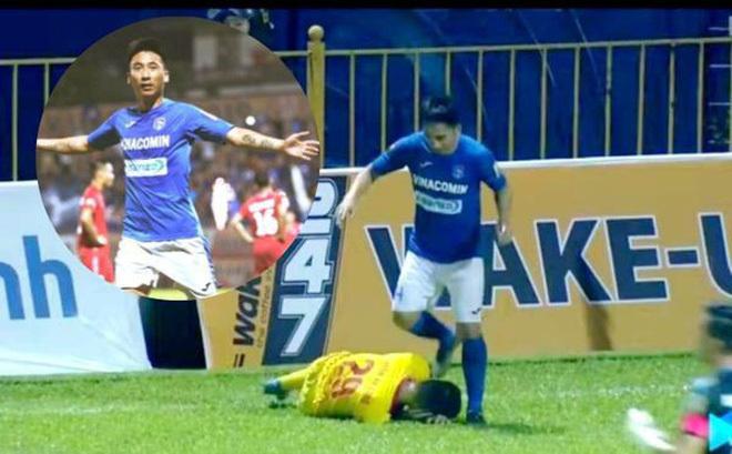 Tiền vệ Hải Huy của Than Quảng Ninh đã hành vi phi thể thao trong trận gặp Nam Định