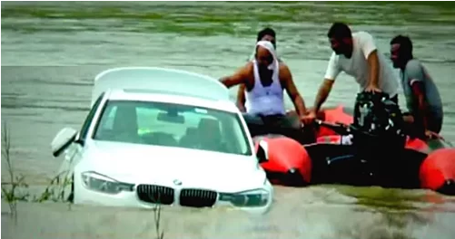 Không thích BMW bố tặng, quý tử lao thẳng xe xuống sông