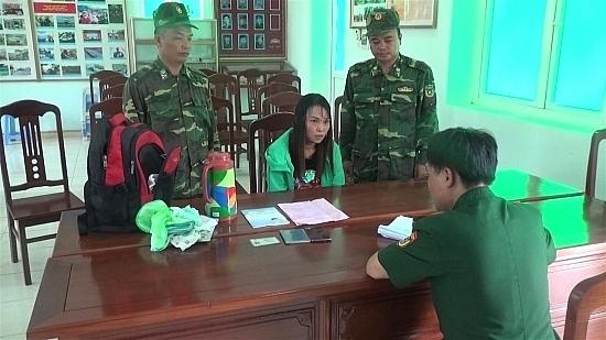Công an Lạng Sơn bắt quả tang 'nữ quái' mua bán trẻ sơ sinh sang Trung Quốc
