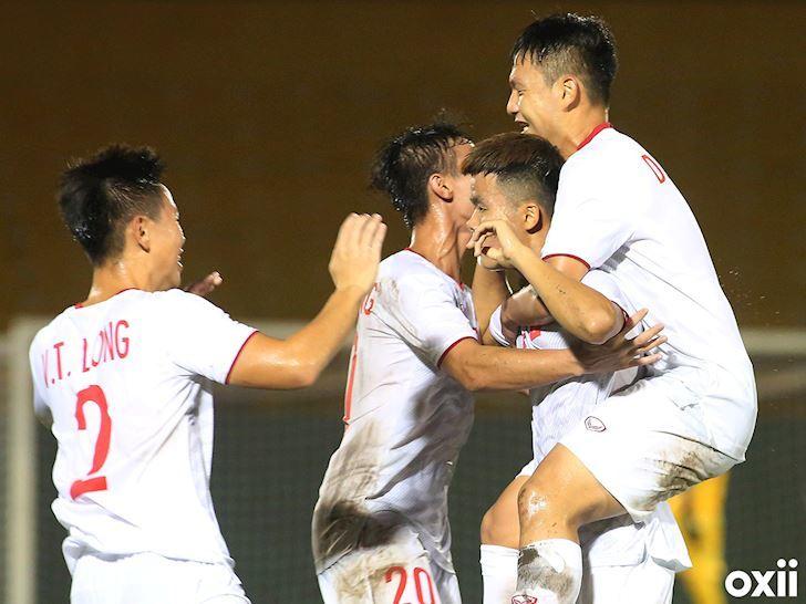 HLV Hoàng Anh Tuấn tỏ ra khá thận trọng trước đối thủ Thái Lan810