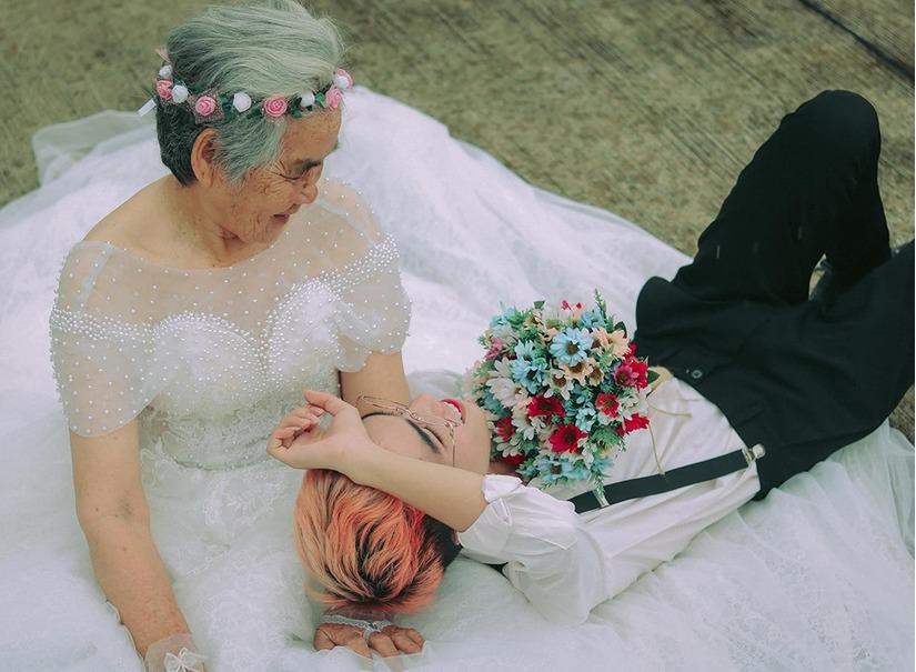 Bộ ảnh 'cô dâu 88 tuổi' gây bão mạng và câu chuyện ấm áp phía sau