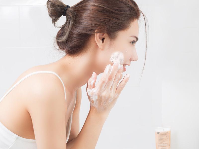 Cách rửa mặt khi có da khô