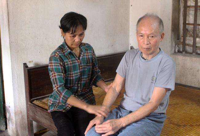 Một người phụ nữ đoàn tụ với gia đình sau 28 năm lưu lạc ở Trung Quốc
