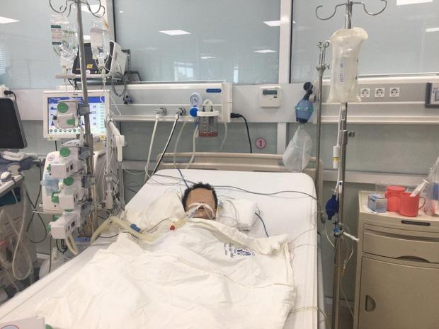 Bé trai 27 tuổi nguy kịch nghi do sử dụng thuốc hạ sốt quá liều