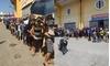 Khán giả xếp hàng dài mua vé, sân Thiên Trường thu 1 tỉ trận gặp Quảng Nam