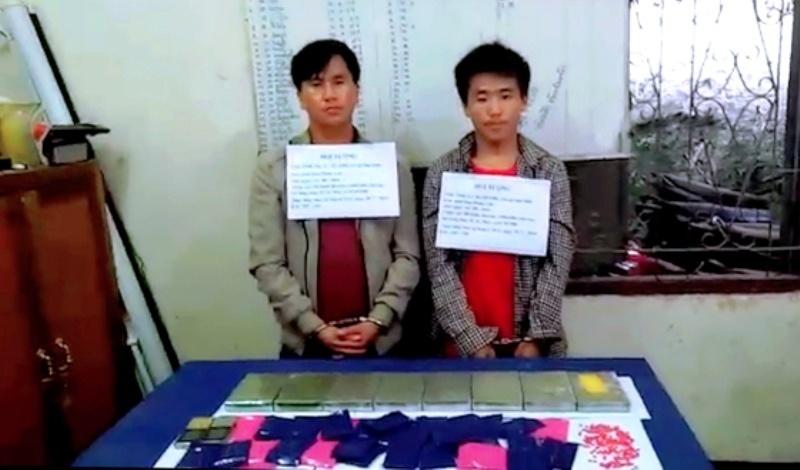 Bắt quả tang hai đối tượng người Lào vận chuyển 8 bánh heroin và 6.000 viên ma túy sang Việt Nam