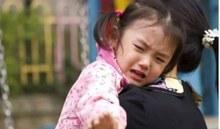 Trẻ khóc lóc không chịu đến trường, chuyên gia cách chỉ giải quyết đơn giản không ngờ