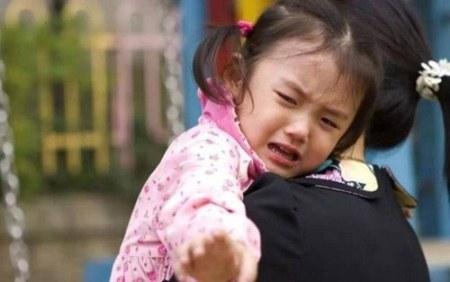 Trẻ khóc lóc không chịu đến trường, chuyên gia cách giải quyết đơn giản không ngờ