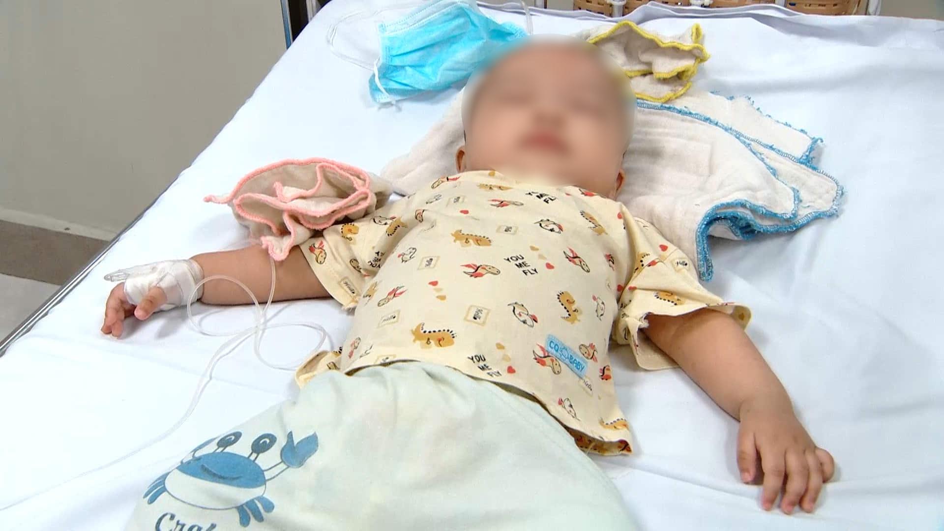 Lại thêm bé gái 7 tháng tuổi nguy kịch vì uống thuốc hạ sốtparacetamol