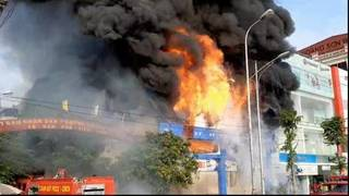 Siêu thị 90K gần cao tốc Bắc Giang - Hà Nội cháy ngùn ngụt, hàng trăm người hoảng loạn