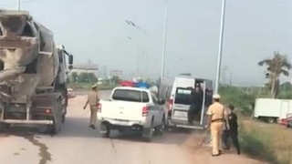 CSGT nổ súng trấn áp xe khách vi phạm trên đường cao tốc