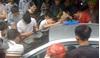Giải cứu bé trai bị bố bỏ quên trong ô tô ở Quảng Ninh
