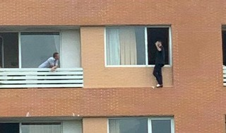 Giải cứu người đàn ông Pháp định tự tử trên tầng 7