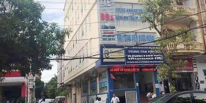Thầy giáo nước ngoài rơi từ tầng cao xuống đất tử vong ở Nghệ An