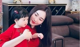 Con gái Hoa hậu Thu Thảo khiến dân mạng 'tan chảy' vì cực dễ thương