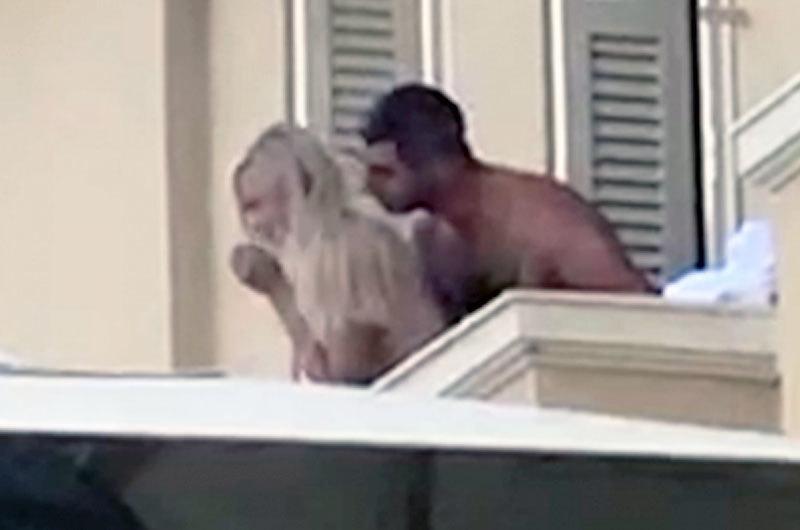 Mải làm 'chuyện ấy', cặp đôi du khách rơi khỏi ban công khách sạn