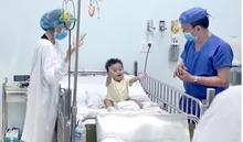 Bé sinh non hồi phục kỳ diệu sau khi được ghép gan của ông nội