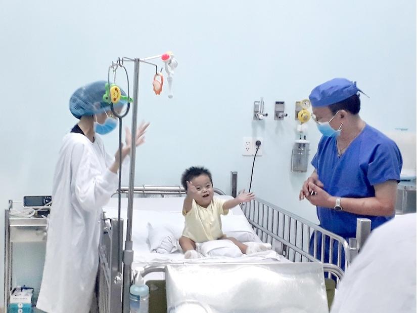 Bé sinh non hồi phục kỳ diệu sau khi được ghép gan của ông nội 3