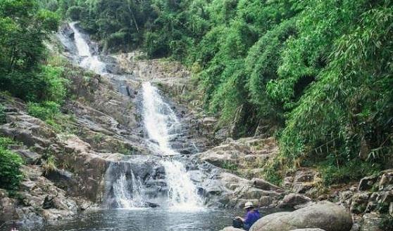 Hai người đuối nước tử vong thương tâm trong lúc tắm thác
