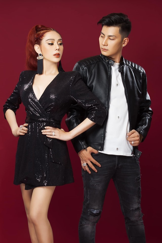 Vợ chồng Lâm Khánh Chi sành điệu khoe hạnh phúc viên mãn